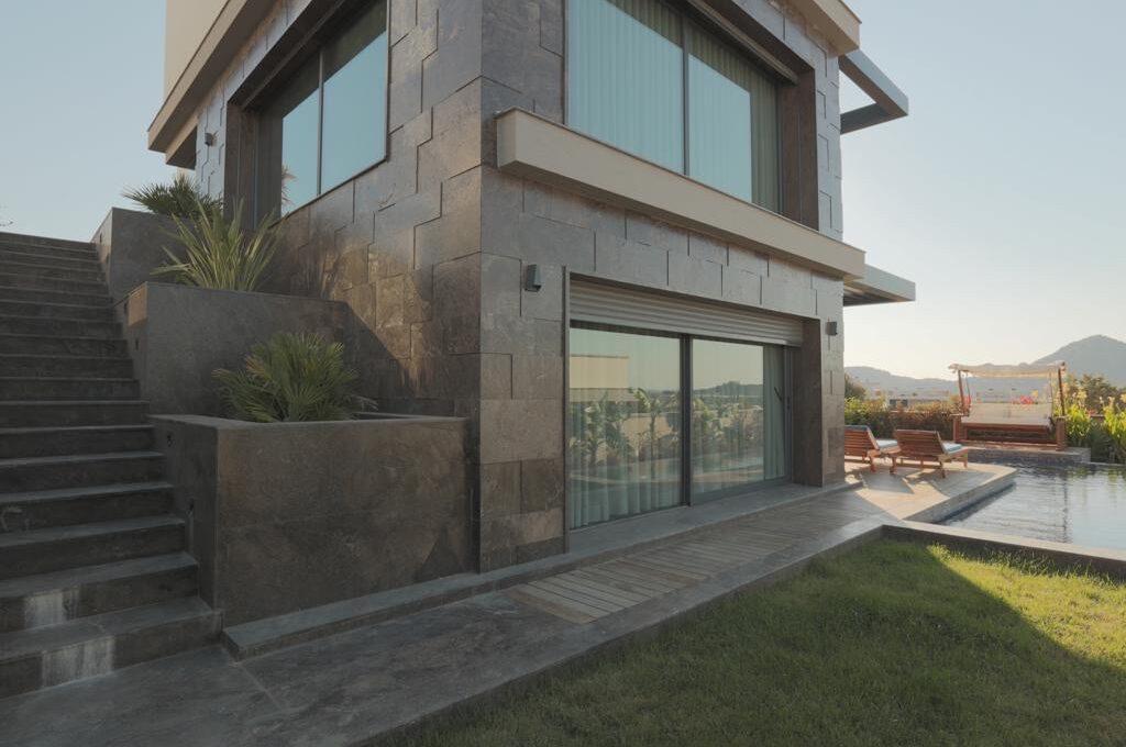 Luxusvilla in Izmir:Güzelbahce 12