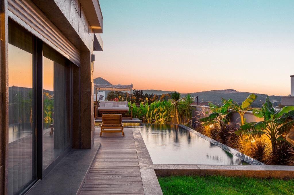 Luxusvilla in Izmir:Güzelbahce 15