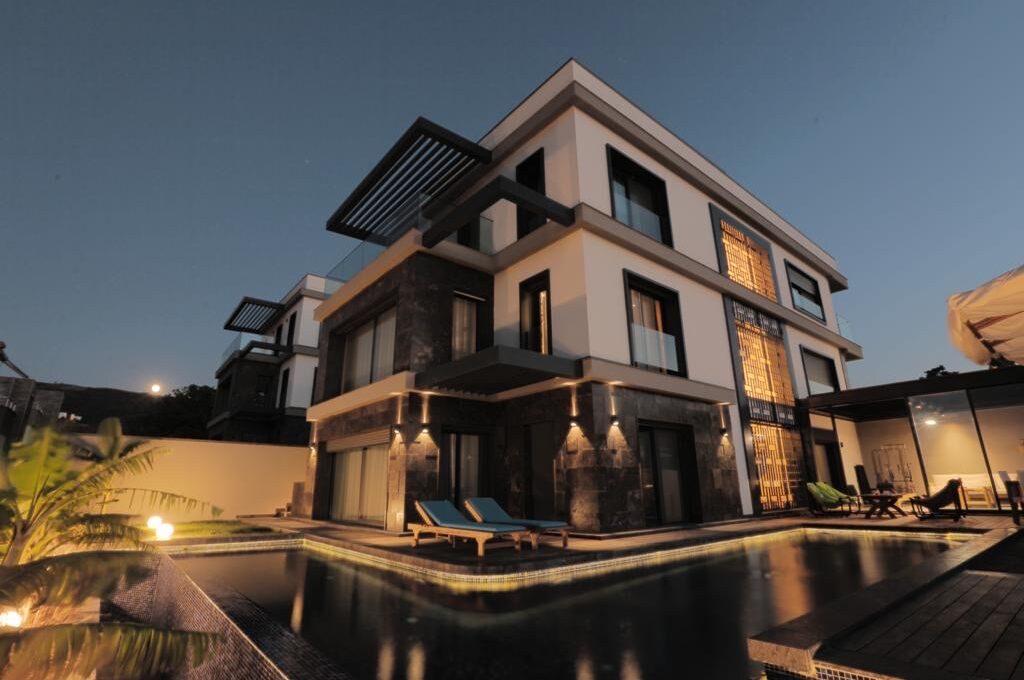 Luxusvilla in Izmir:Güzelbahce 22